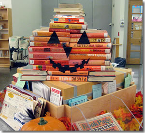 Halloween book display photo