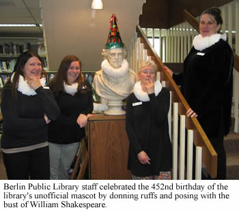 photo of Berlin Public Library staff celebrating William Shakespeare's birthday